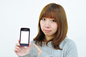 携帯で浮気チェックの写真